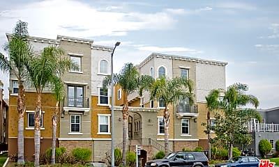 Building, 1810 S Barrington Ave 4, 2