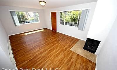 Living Room, 415 N Venice Blvd, 1