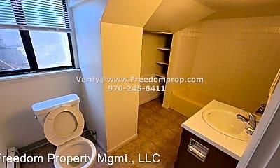 Bathroom, 611 Belford Ave, 2