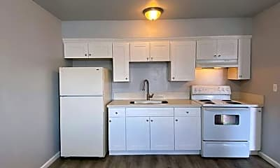 Kitchen, 1484 N Cedar Ave, 0