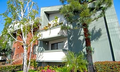 Kester Ave Apartments, 1