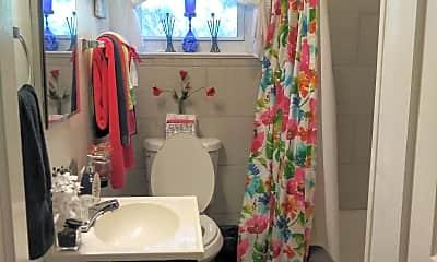 Bathroom, 1515 County Rd 65, 1