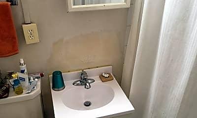 Bathroom, 1303 N Cass St, 2