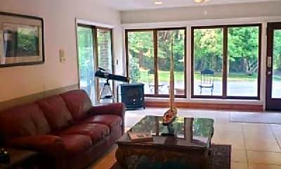 Living Room, 2107 Brintons Bridge Rd, 2