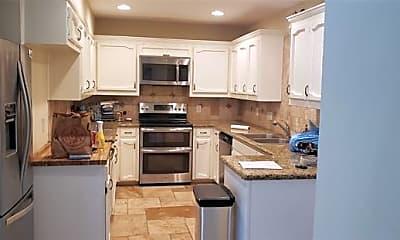Kitchen, 5427 Collinwood Ave, 2