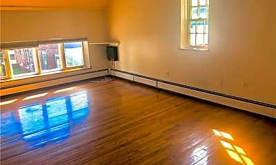 Living Room, 10 N Clover St 3, 1