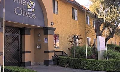 Villa Olivos, 2
