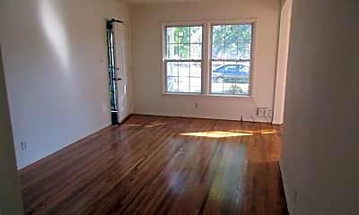 Living Room, 403 E Freeland St, 1