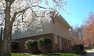 Building, Glenside Woods, 1