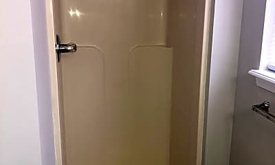 Bathroom, 315 Turfway Dr, 2