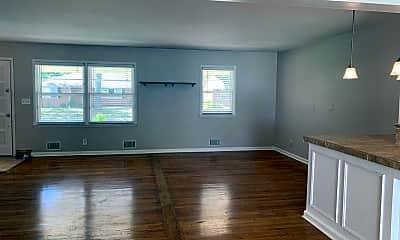 Living Room, 609 NE Magnolia St, 1