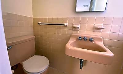 Bathroom, 4019 Crossan Ave, 2