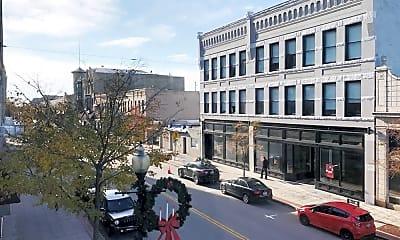 Building, 544 N Main St, 2