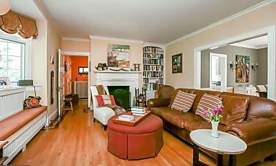 Living Room, 707 W University Pkwy, 1