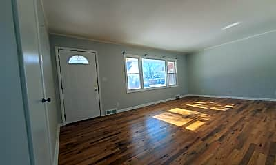 Living Room, 5320 Pioneers Blvd, 1