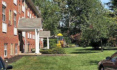 Coachmans Manor, 2