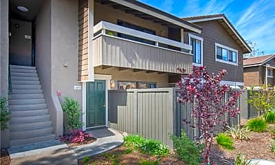 Building, 285 Streamwood, 1