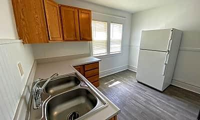 Kitchen, 806 Kalamazoo Ave SE, 2