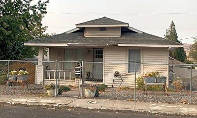 Building, 1121 E 9th St, 1