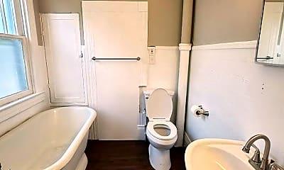 Bathroom, 960 Ellison Ave, 2