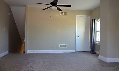 Bedroom, 135 N Stratton St, 2