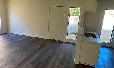 Living Room, 700 Glenway Dr, 2