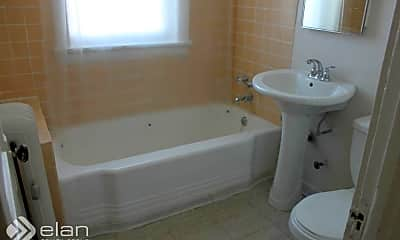 Bathroom, 639 W Patterson Ave, 2