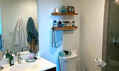 Bathroom, 770 Jackson St 434, 2