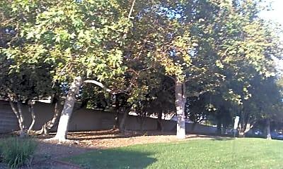 Triangle Terrace, 2