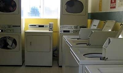 Moonraker Apartments, 2