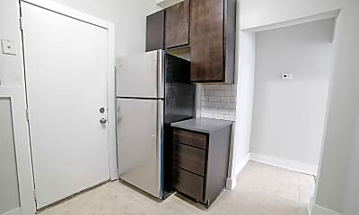Kitchen, 3010 W Ainslie St G, 1