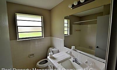 Bathroom, 5489 Fennwood Dr, 2