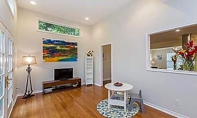 Living Room, 1404 Kinney Ave, 2