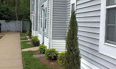 Courtyard, Elkhart Apartments, 2