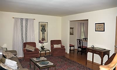 Living Room, 823 W Monroe St, 1