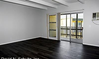 Living Room, 3131 Montrose Ave, 2