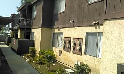 El Potrero Apartments, 2