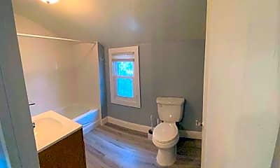 Bathroom, 145 Sharpe St, 2
