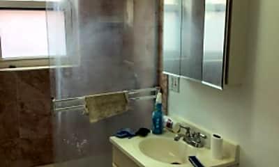 Bathroom, 3320 W Addison St, 2