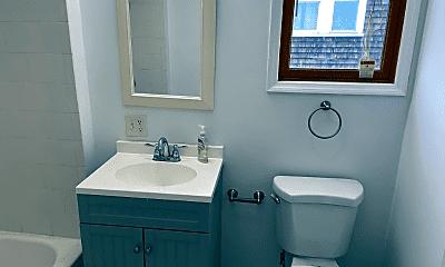 Bathroom, 68 Bellevue St, 2
