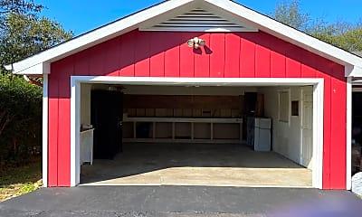 Building, 206 Keaton St, 2