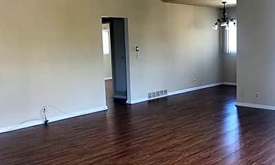 Living Room, 725 N Kenwood St, 0