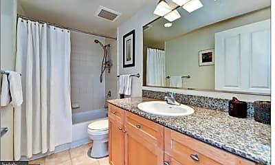 Bathroom, 777 7th St NW 424, 1
