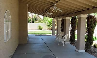 Patio / Deck, 912 Crowfoot, 2