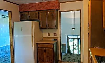 Kitchen, 13 Sutherland Dr, 2