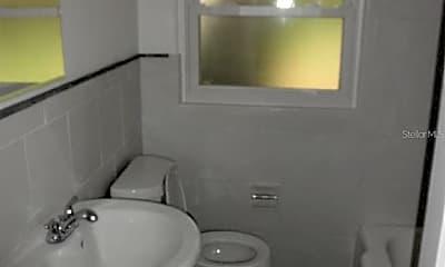 Bathroom, 915 Laurel Ave, 2