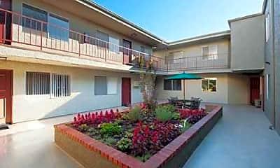 Courtyard, Ridgeview Apartments, 2