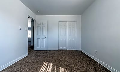 Bedroom, 101 Memorial Dr, 1