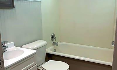 Bathroom, 421 University Ave W, 2
