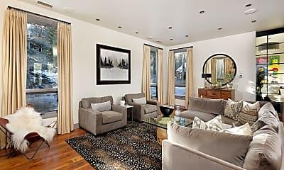 Living Room, 399 Maple Ridge Ln, 1